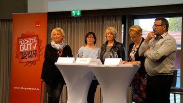 Bundesfamilienministerin Franziska Giffey (SPD) stellt sich bei der ver.di-Konferenz am 2. November in Kassel den Fragen der Beschäftigten des Sozial- und Erziehungsdienstes.