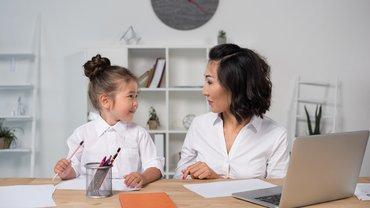 Vereinbarkeit Mutter Tochter Frauen Familie Laptop Beruf