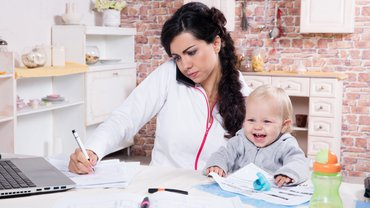 Homeoffice Mutter Kind Baby Corona Stress Vereinbarkeit