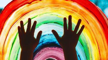Kind Kita Kindergarten Farbe bunt Regenbogen