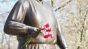 Statue Clara Zetkin Frauentag Frauenrecht Frauenkampf